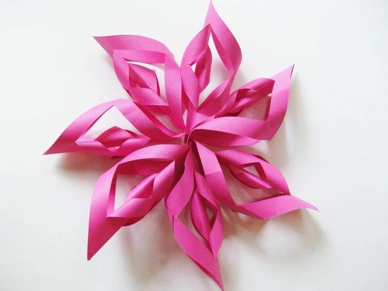 Lavoretti di carta facili, fiore di origami con foglio di carta colore rosa