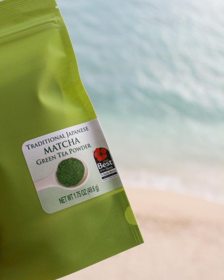 Bustina di carta con tè verde matcha, maschera viso idratante fai da te