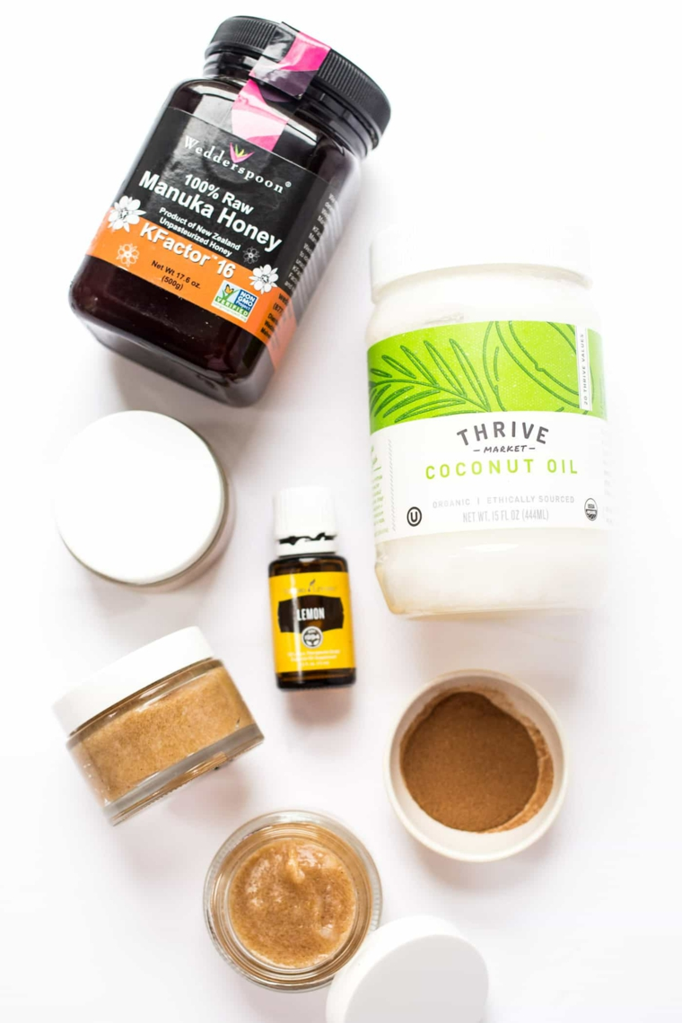 Ingredienti in barattoli e contenitori, maschera purificante fai da te