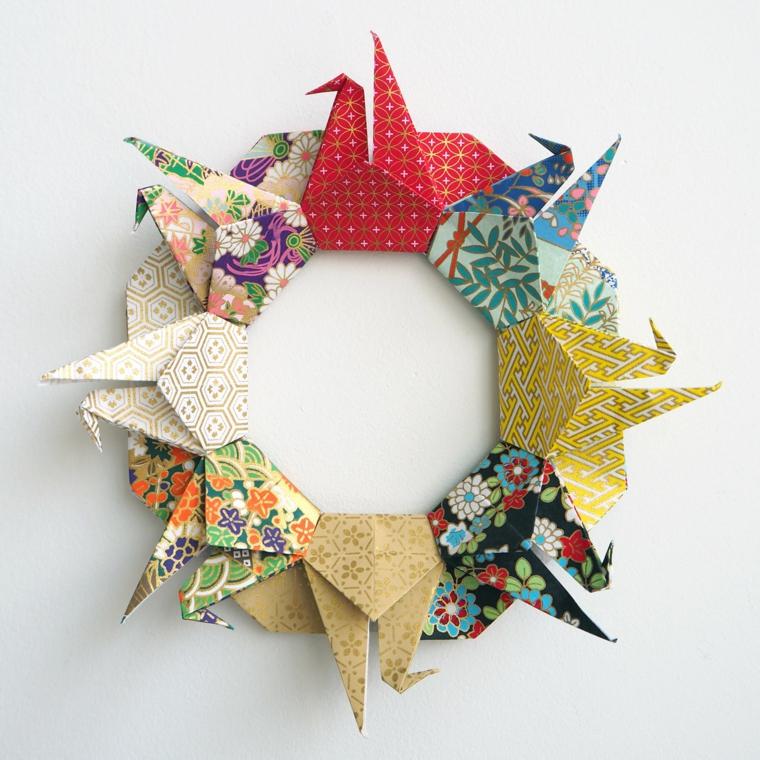 Lavoretti di carta facili, cigni di carta origami colorato a forma di corona