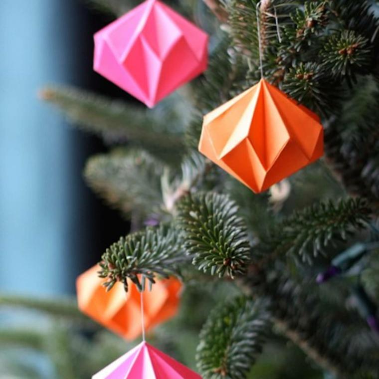 Origami facilissimi, palline di carta piegata per origami, albero di Natale addobbato