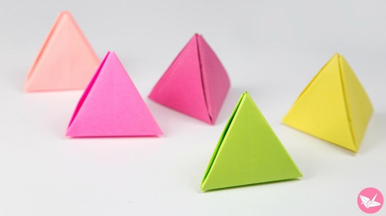Piramide di foglio di carta colorato, triangolo tridimensionale di carta per origami