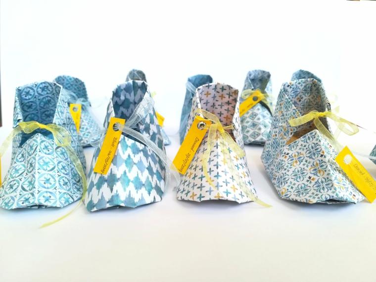 Scarpette di carta origami piegata, cestini per battesimo con carta per origami