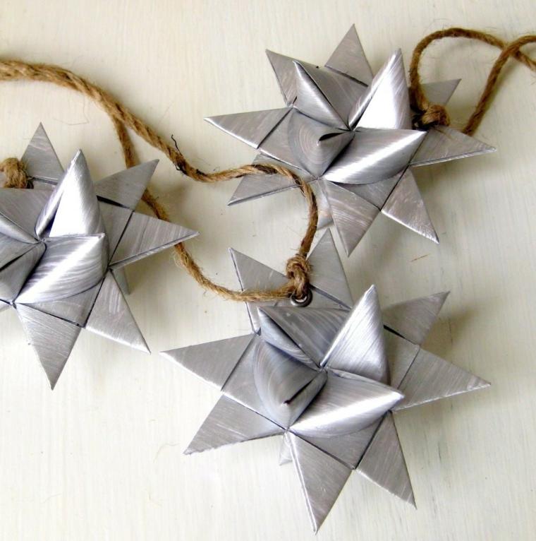 Stelle di carta per origami colorata di argento, stelle di origami legati con spago