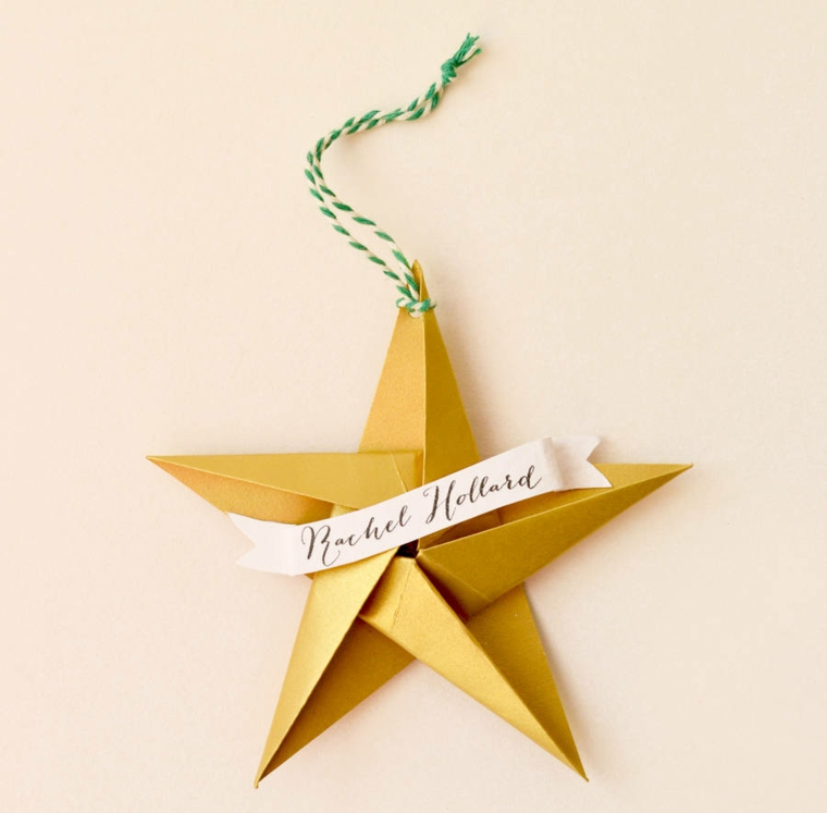 Foglio di carta oro per origami, stella origami con scritta e nastro legato