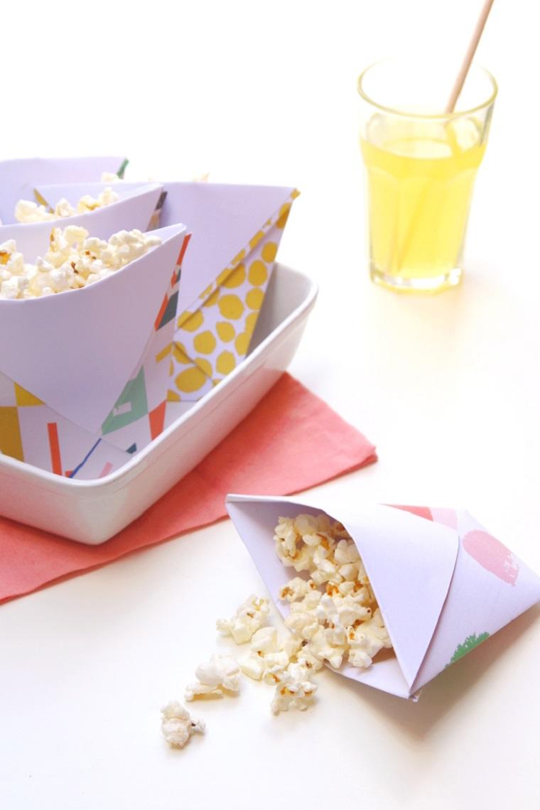 Lavoretti facili, sacchettino di carta per popcorn, bicchiere con bevanda e cannuccia