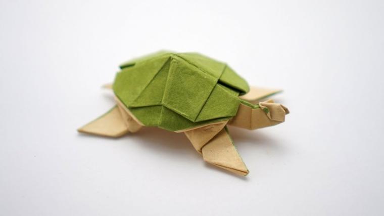 Origami tartaruga di carta colorata piegata, tartaruga di carta