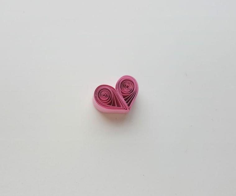 Regali da fare a San Valentino, paper quilling con strisce di carta di colore rosa