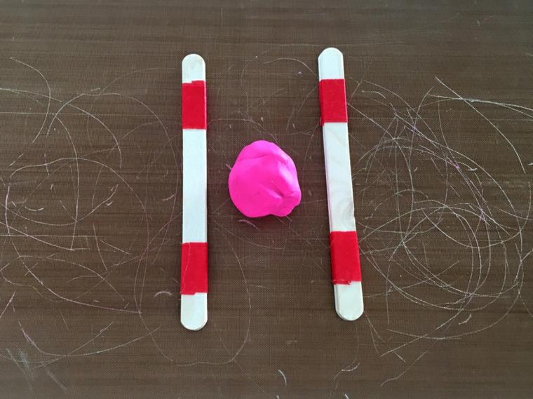 Idee regalo per san valentino, bastoncini di legno nastro adesivo, pallina di argilla polimerica