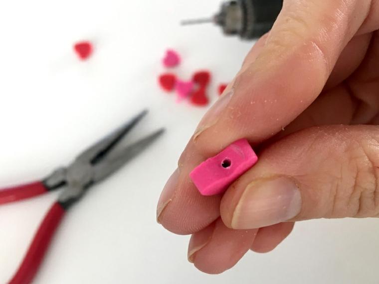 Regali romantici per lei, cuore di argilla polimerica di colore rosa con buco