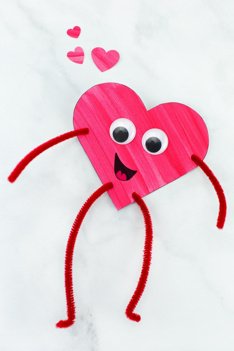 Cosa regalare a san valentino, cartolina a forma di cuore con faccina e gambe