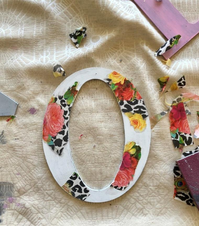 Cosa regalare a san valentino, lettera di legno decorata con carta per decoupage
