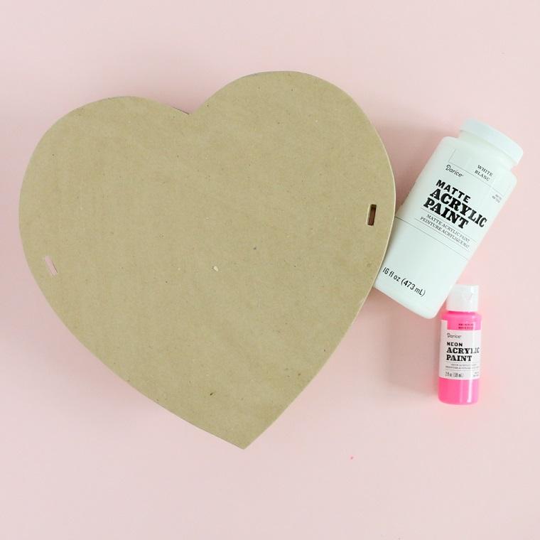 Regali San Valentino fai da te, bottiglie con vernice acrilica e scatola di legno a forma di cuore