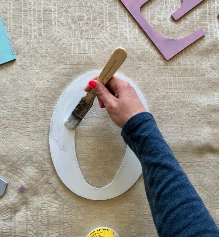 Sorprese san valentino, tutorial con lettera di legno dipinta di colore bianco