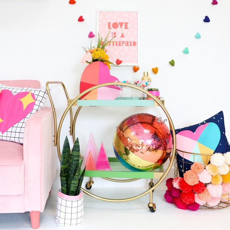 Mobile carrello con bibite e bicchieri, scatola di legno dipinta, sorprese san valentino
