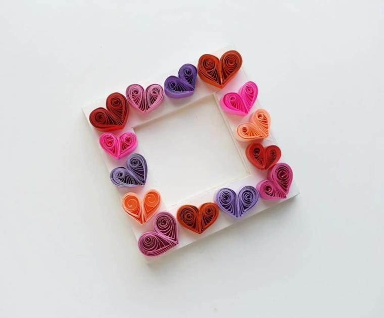 Portafoto decorato con cuori di paper quilling, sorprese San Valentino