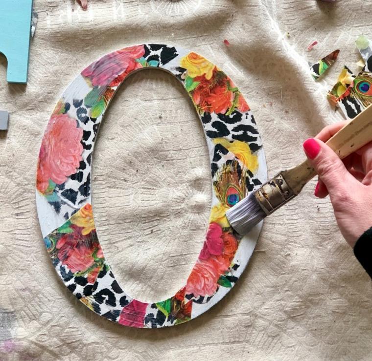 Idee regalo per san valentino, lettera di legno decorata con carta per decoupage