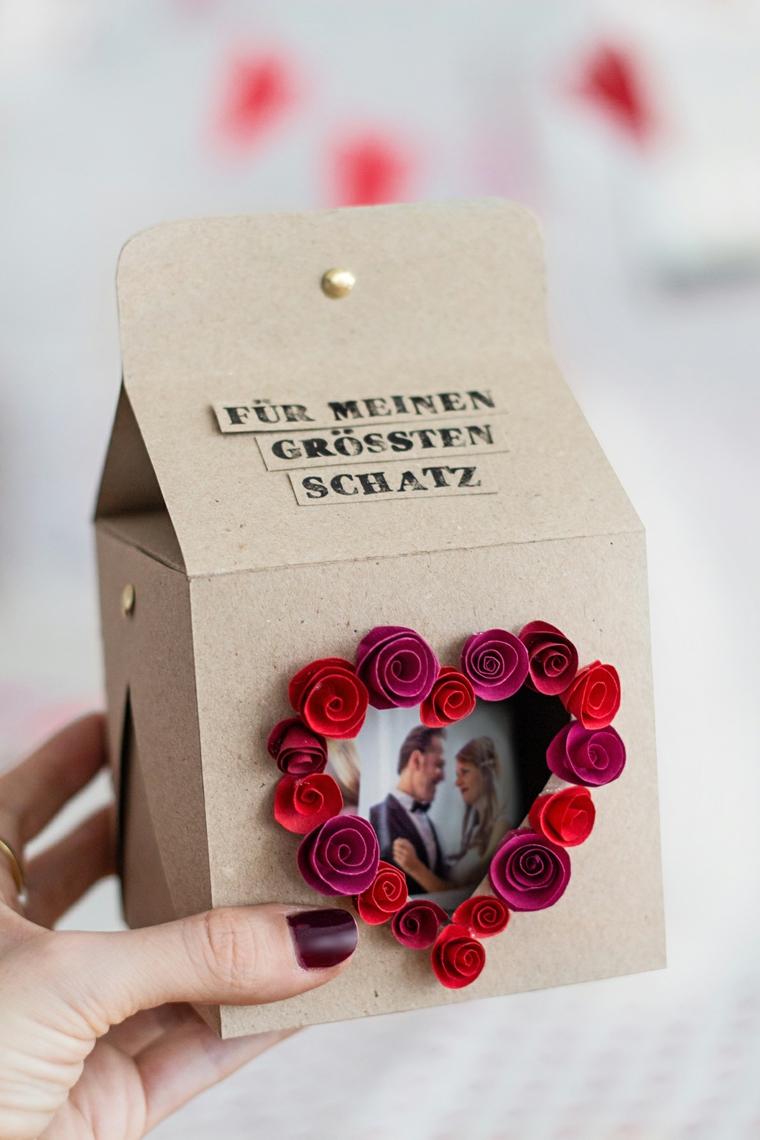 Idea regalo per 14 febbraio, scatola di cartone con foto e e decorazioni paper quilling
