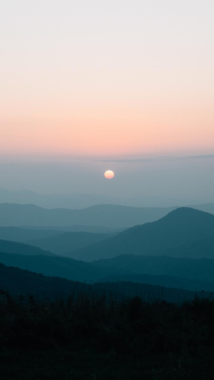 Sfondi per telefono, foto di montagne con la luna piena all'alba