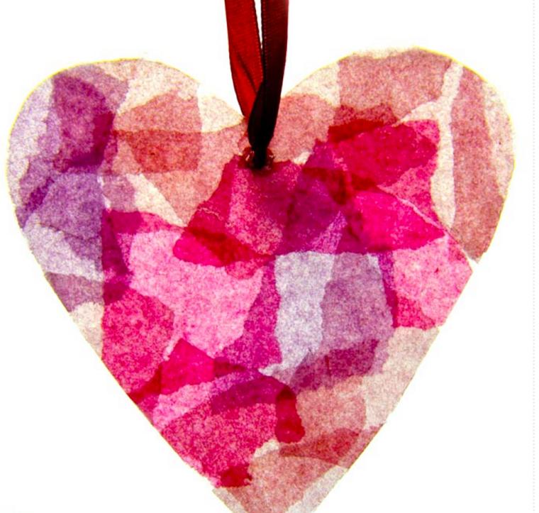 Cosa regalare a san valentino per lei, cuore di carta colorato con nastro rosso