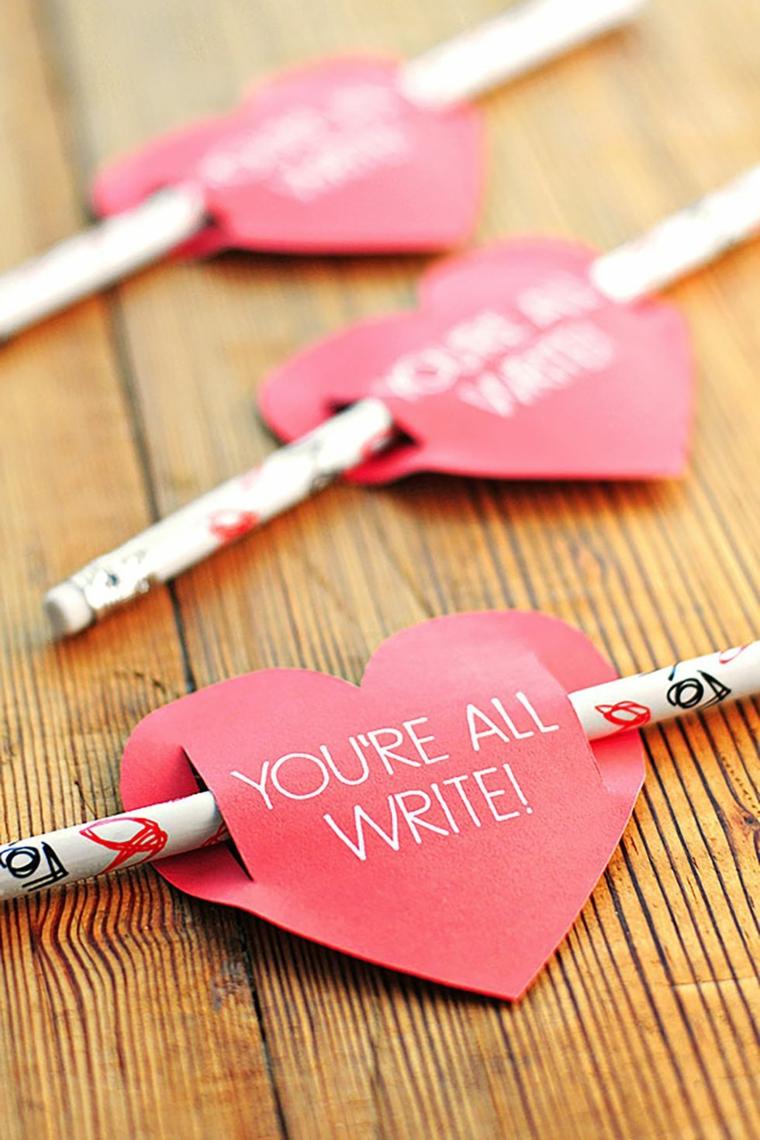 Regali San Valentino fai da te, biglietti con scritta a forma di cuore, matite con bigliettini
