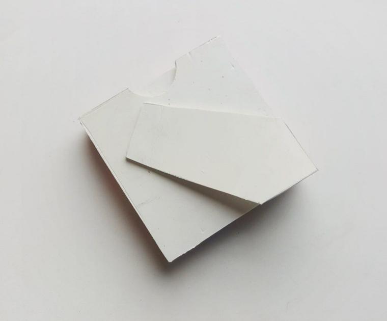 La parte dietro di un portafoto di legno, idee regalo per San Valentino