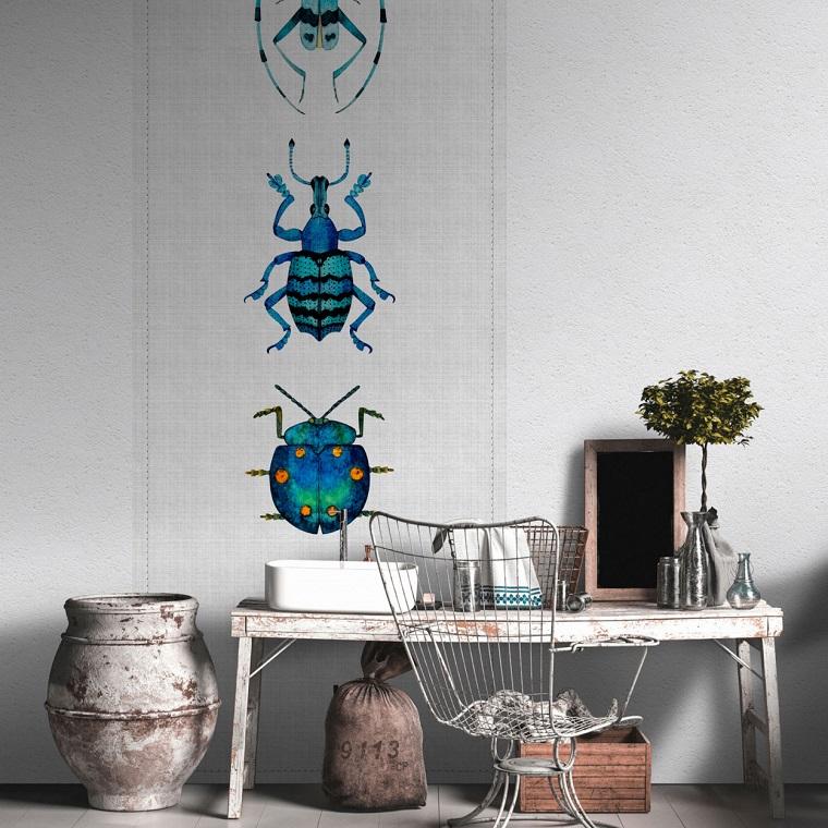 Poster murale con disegno di insetti, panchina di legno con decorazioni