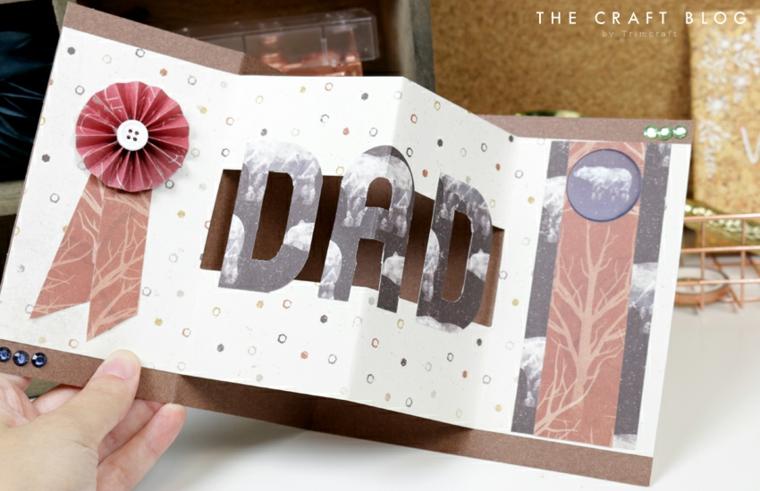 Lavoretti festa del papà 2020, cartolina a fisarmonica con scritta di carta piegata