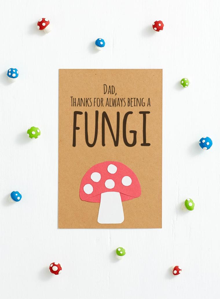 Cartolina spiritosa per la festa del papà, cartolina con scritta e disegno di un fungo