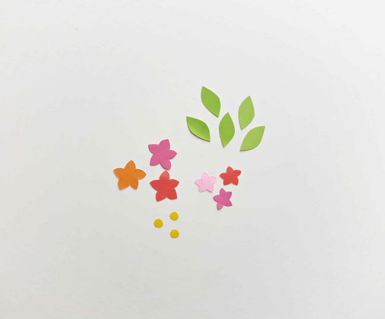 Segnalibri fatti a mano, fiorellini e foglie ritagliati da fogli di carta colorati