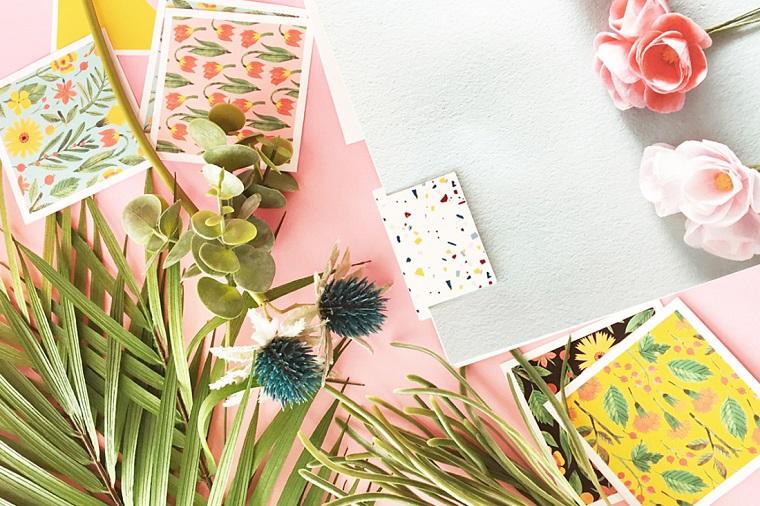 Segnalibro fai da te, cartolina con macchie colorate , foglie verdi e piante