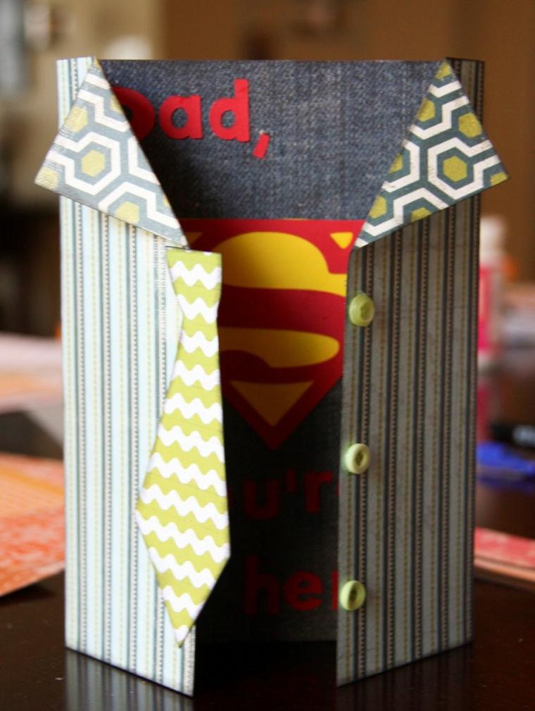 Cartolina con decoupage di simboli superman, cartolina per il regalo al papà