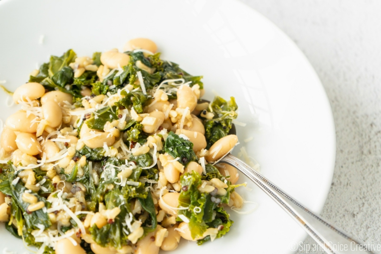 Fagioli con foglie di kale, fagioli con parmigiano grattugiato, primi piatti estivi
