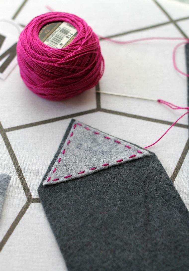Segnalibri fatti a mano, rotolo di spago di colore viola, pezzo di feltro colore grigio