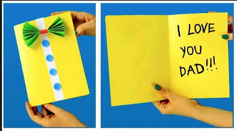 Cartolina con un foglio giallo con scritta, cartolina con papillon origami