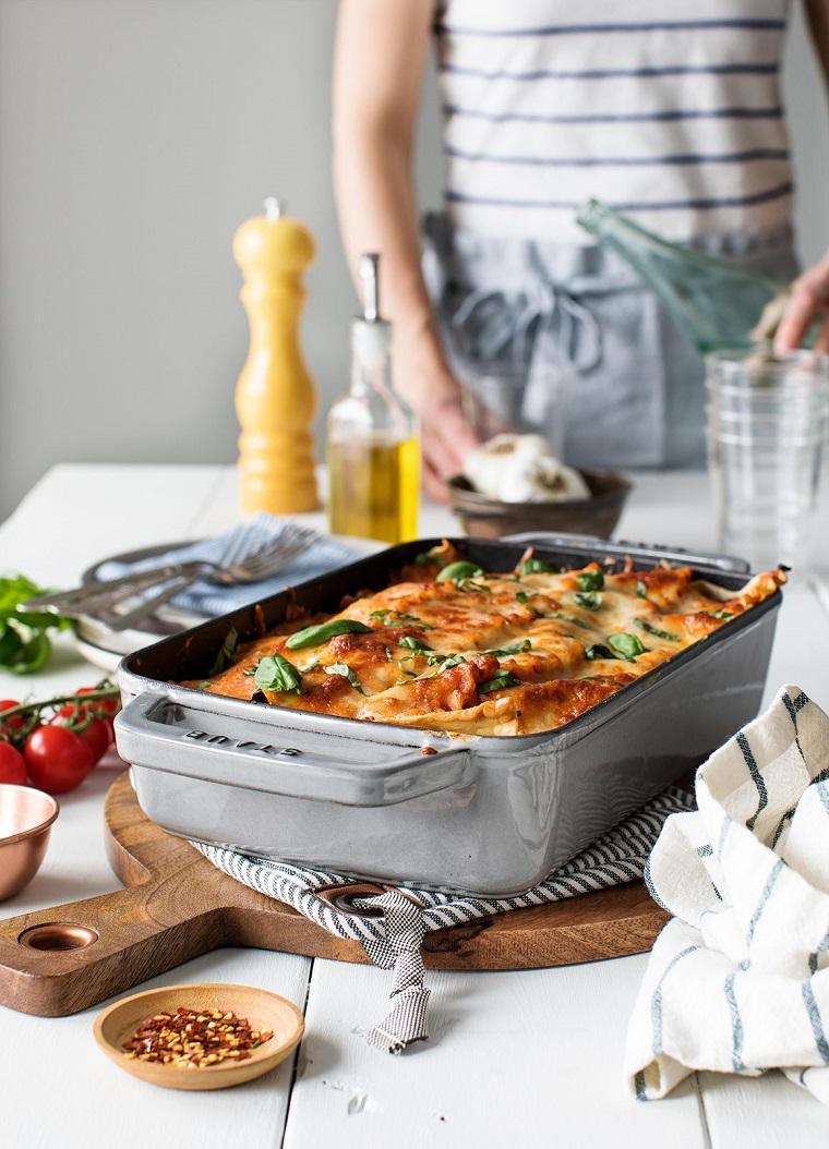 Teglia da forno con lasagna vegetariana, ricette estive primi piatti