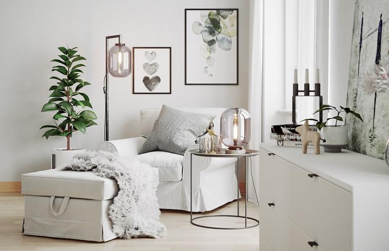 Illuminazione con plafoniere di vetro, soggiorno con poltrona e pianta verde