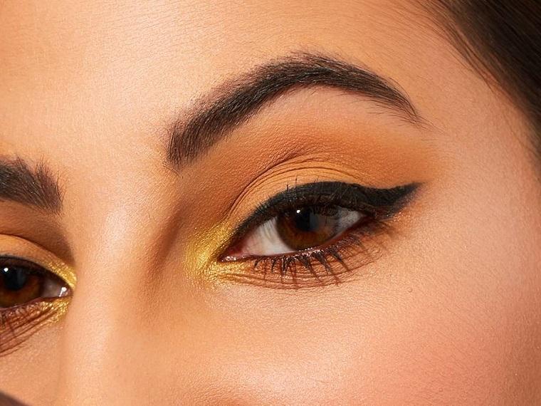 Trucco occhi castani, ombretto di colore giallo, make up occhio con eyeliner