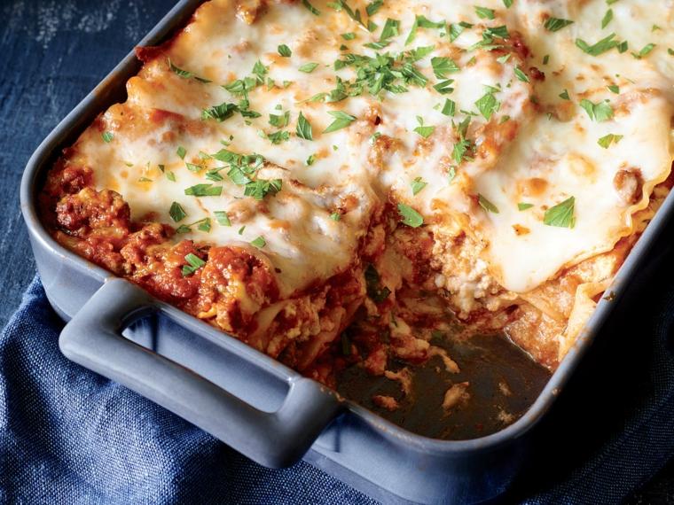 Teglia con lasagna al ragù di carne, idea per un primo piatto di pasta