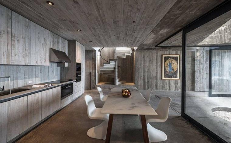 Cucina con sala da pranzo, illuminazione con faretti sul soffitto
