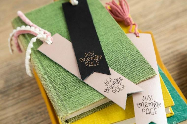 Libri con copertina di stoffa, come fare dei segnalibri bellissimi, segnalibro di cartoncino con scritta