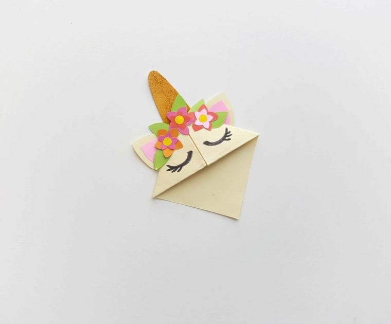 Creare segnalibri, unicorno origami con corona di fiorellini di carta