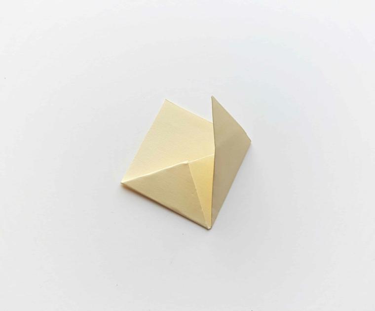 Segnalibro personalizzato, foglio per origami piegato in diversi punti