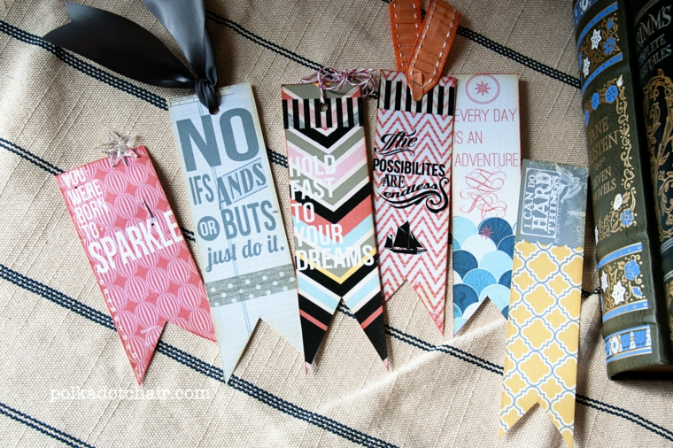 Segnalibri con cartoncini ritagliati e stampati, libro con una copertina rigida