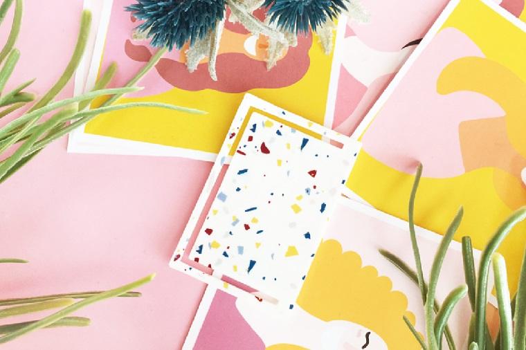 Creare segnalibro, cartolina con macchie ritagliata, piante con foglia verdi