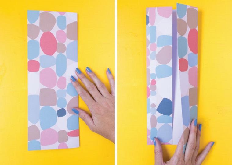 Lavoretti festa del papà 2020, mano di una donna che piega un foglio colorato