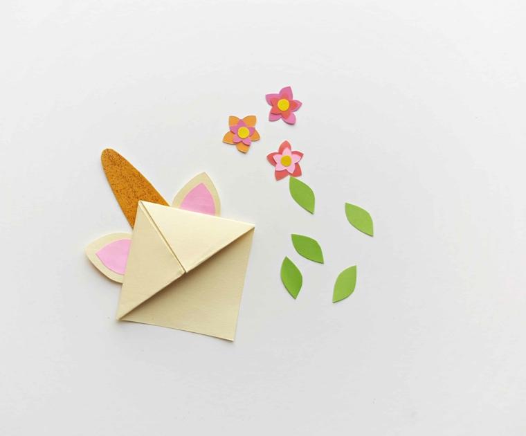 Unicorno di origami con fiorellini e foglie, segnalibri per bambini