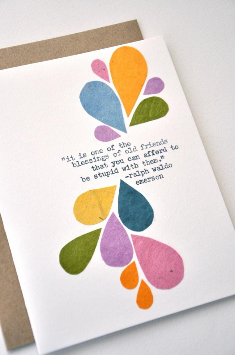 Biglietti di auguri di buon compleanno, cartolina con disegni e scritta su una busta