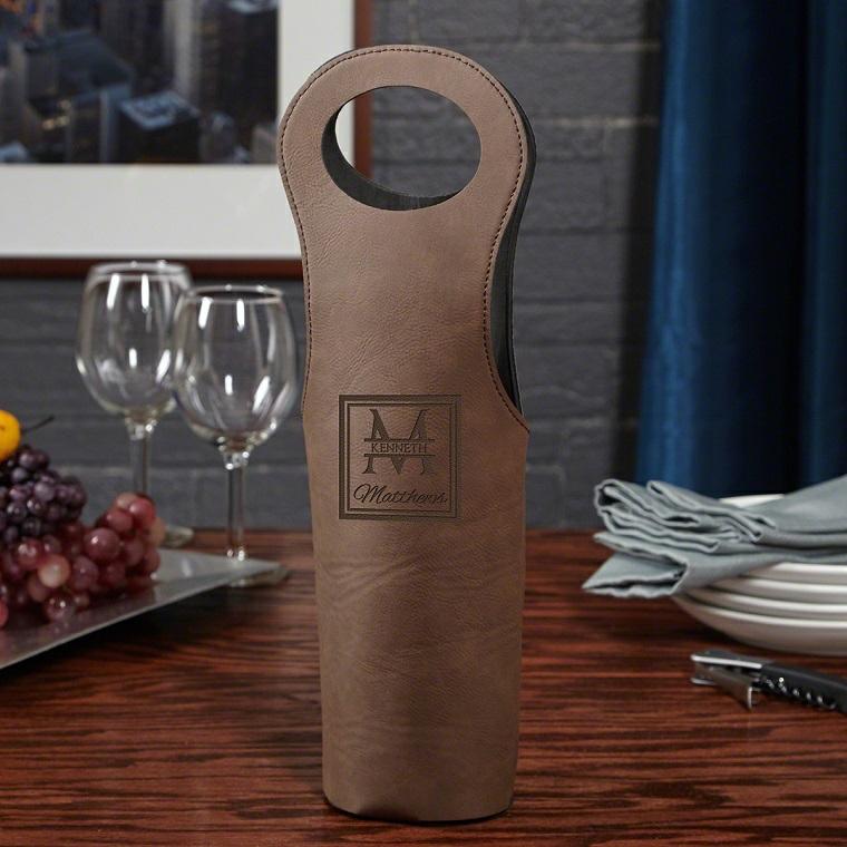 Idee regalo anniversario per lui, borsa di pelle per il vino con scritta
