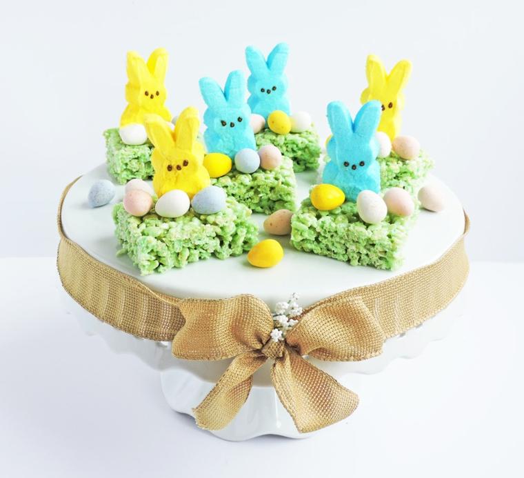 Foto di una torta pasquale con coniglietti e ovetti, buona Pasqua 2020 immagini